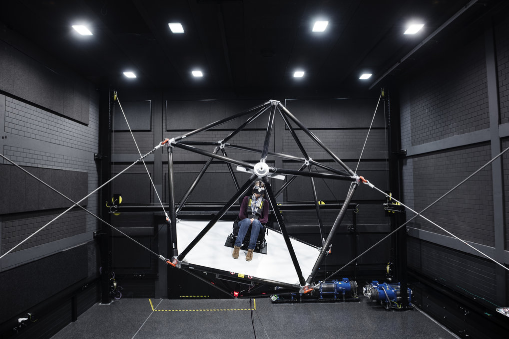Another unique motion simulator is the new CableRobot simulator developed here at the institute, a motion simulator suspended on ropes that enables flexible and highly realistic motion sequences. The prototype is used in perception and cognition research.